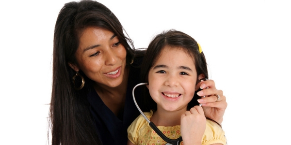 Photo of woman and child to illustrate article on ACA for Native Americans